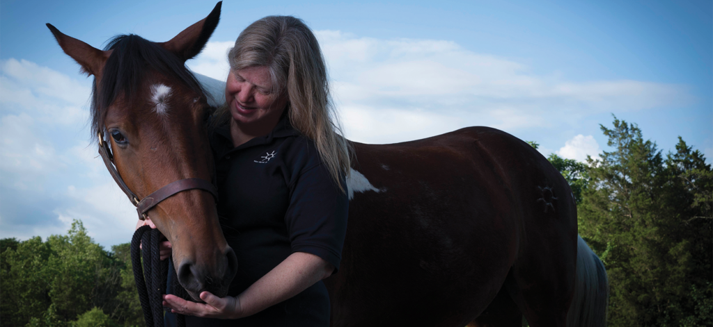 Esther Roberts ('01) and her personal horse, Kaliwohi.