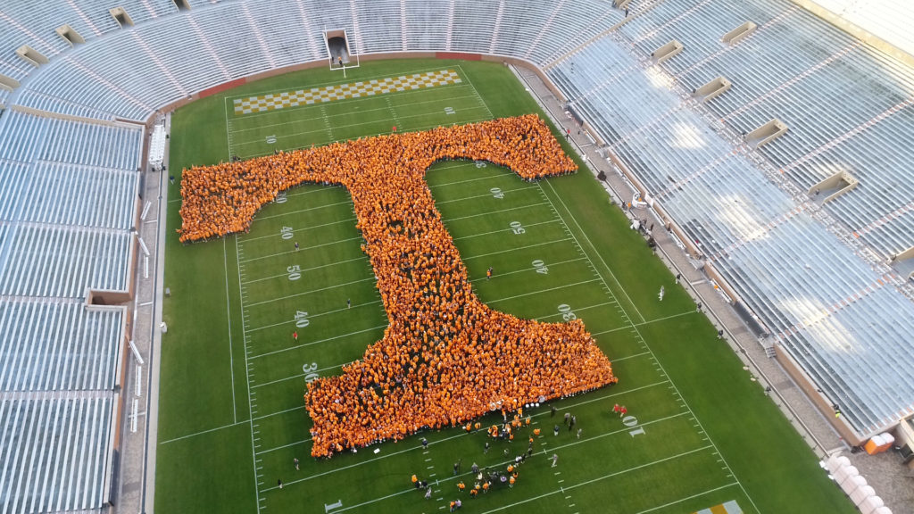Ut Breaks Guinness World Record For Largest Human Letter